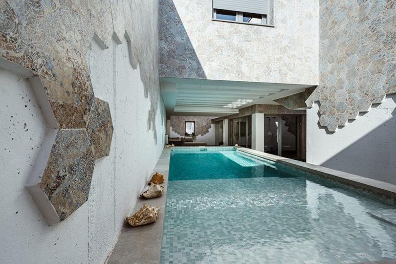 Ett ljust hus i Toledo, Spanien där uteplatser har Nobili