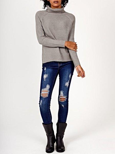 grå stickad tröja med rippade skinny jeans