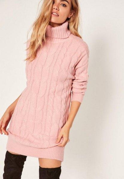 Ljusrosa stickad tröja med turtleneck och overknee stövlar