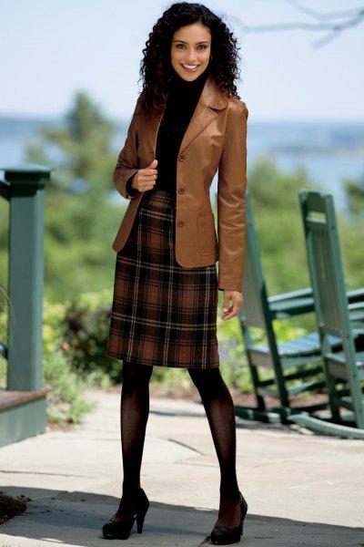 brun läderkavaj med röd och svart rutig flanellkjol