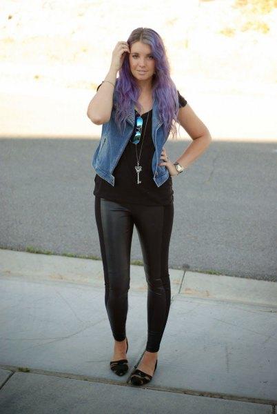 Fuskpälsväst med svart t-shirt och läderjackor