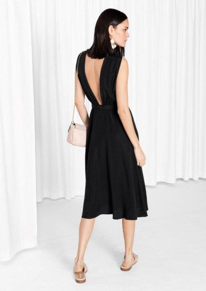 svart linne flare klänning med låg rygg