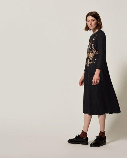 svart blommig midi swing klänning oxford skor