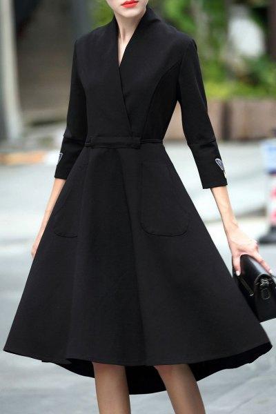 svart linne passform och flare midi wrap klänning