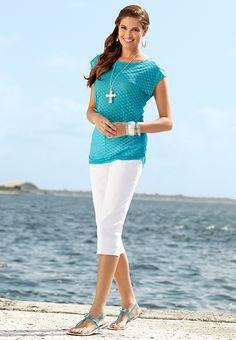 blågrön polka dot chiffong kortärmad blus med vita capri leggings