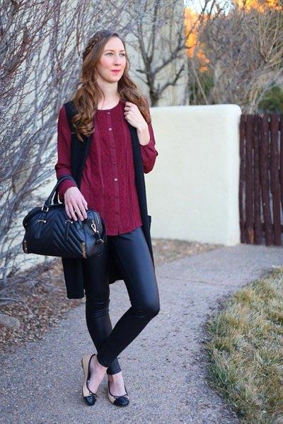 Bourgogne knappbar elegant tunikablus med svarta läderbyxor