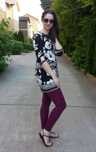 Tunikatopp med blommönster i svartvitt med grå leggings