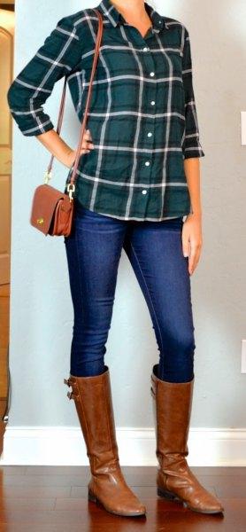 grön rutig skjorta med blå skinny jeans och bruna läderstövlar