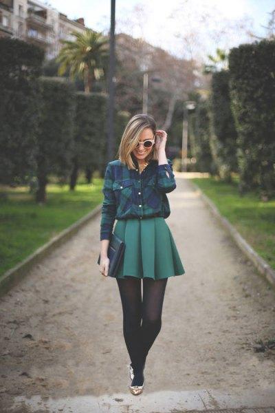 blågrön rutig skjorta med minigrå veckad kjol