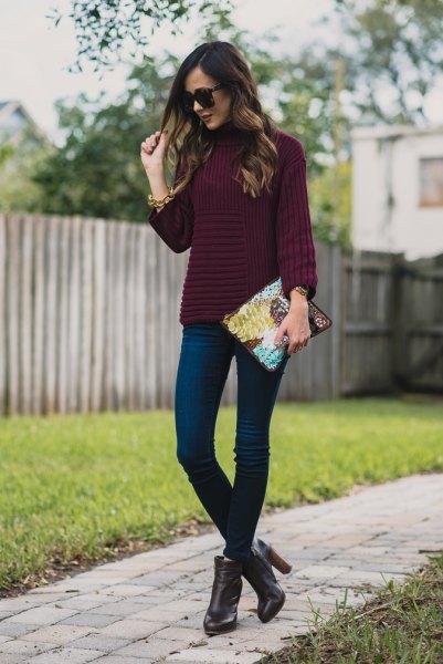 mörk lila mock-tröja med smala jeans
