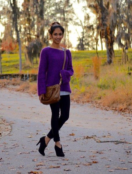 lila tröja med båthalsring och svarta skinny jeans
