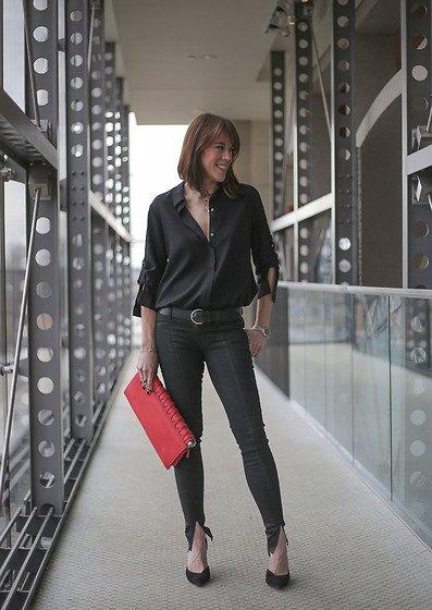 svart knapp-ned skjorta med slits ankel jeans och ballerinor