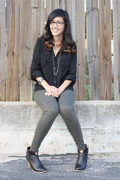 svart pojkvänskjorta med grå skinny jeans