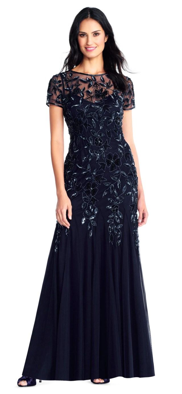 mor till brudens blå långa klänning