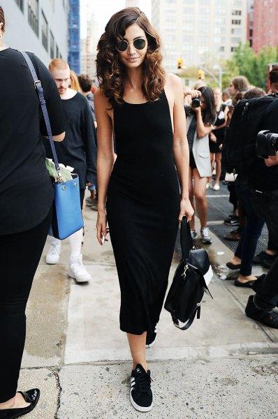 Midi tank klänning svarta och vita sneakers