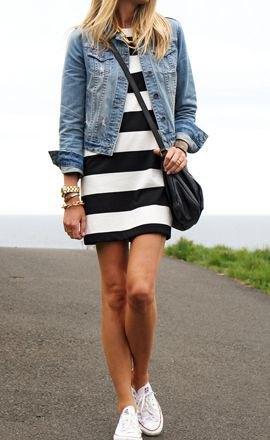 svart och vit randig jeansjacka