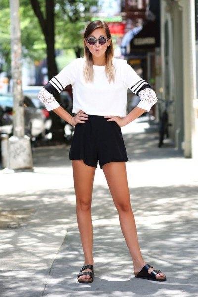 vit kort tröja och svarta tröjor med hög midja