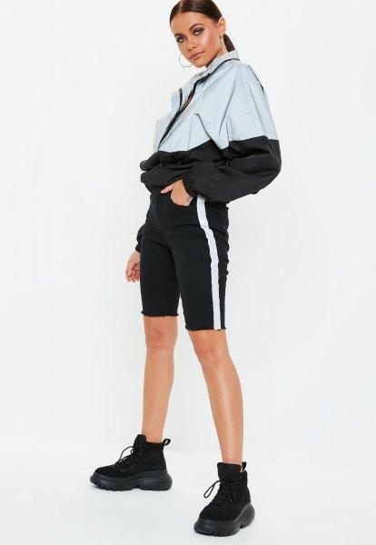vit och svart färgjacka med mini-shorts