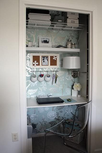 Bli organiserad i ett litet utrymme med en Cloffice {Office Closet.
