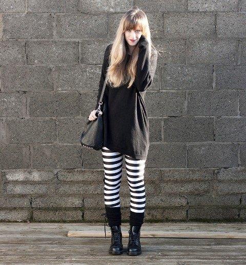 svart tunika-tröja med randiga leggings och stövlar mitt på kalven
