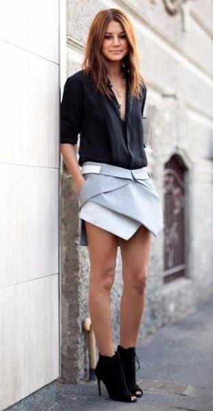 svart skjorta med grå skort och fotkängor