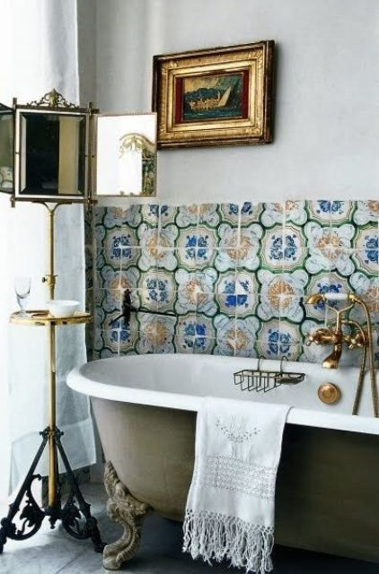 36 ljusa böhmiska badrumsdesignidéer    Vintage badrum.