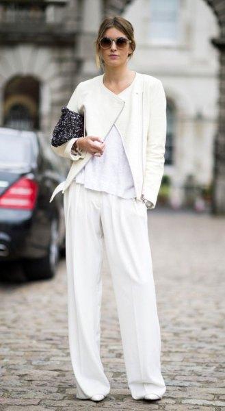 vit kostymbyxa med matchande bomberjacka