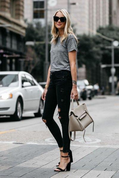 ljunggrå T-shirt rippade skinny jeans