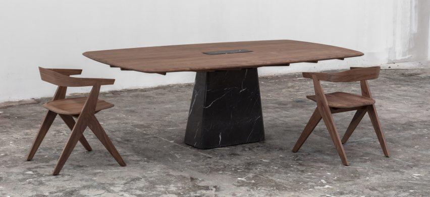 Esrawe Studio lanserar möbler av valnöt och marmor på Zona Ma