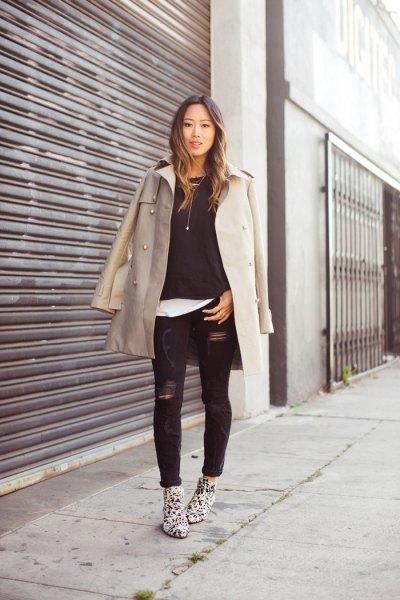 grå longline-kavaj med svarta skinny jeans
