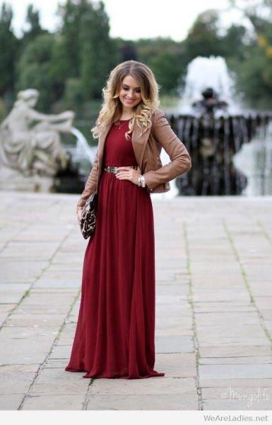 Bourgogne bälte med lång klänning, brun kavaj