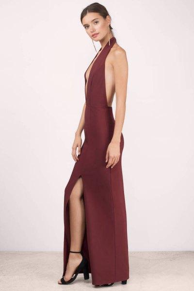 röd rygglös lång klänning med djup V-ringning
