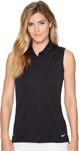 svart ärmlös slim fit golfskjorta med vita byxor