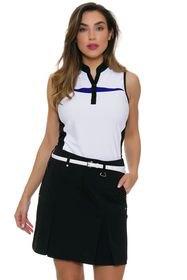 ärmlös polotröja med vit och svart grafik och minikjol