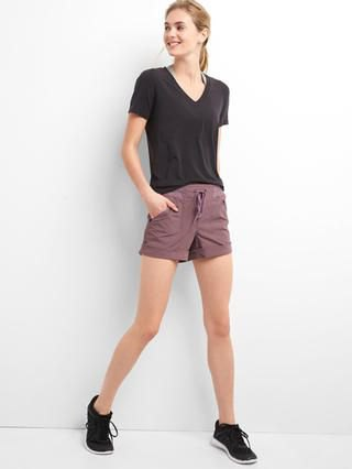Vandringsshorts svart t-shirt outfit