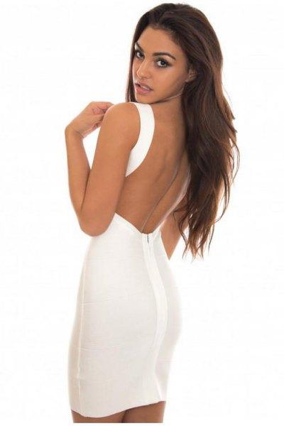 vit rygglös, figur-kramande miniklänning