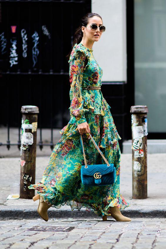 grön maxiklänning med blommor