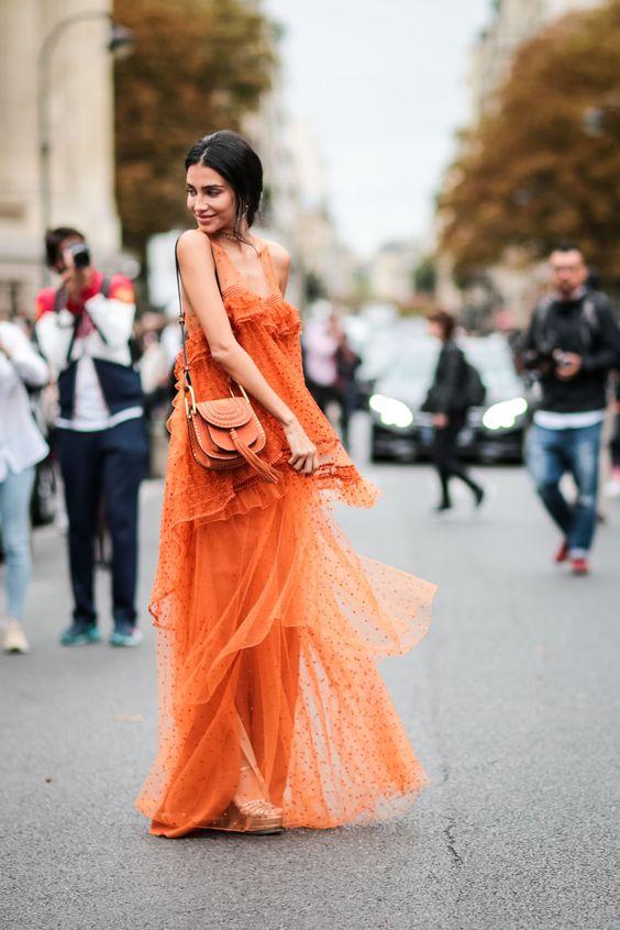 orange ruffle maxiklänning