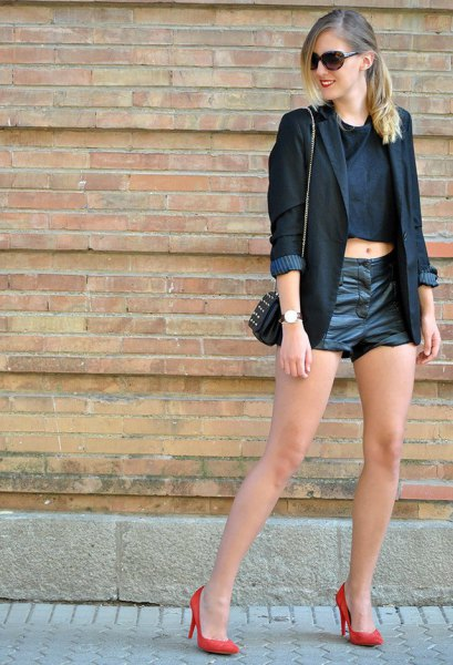 svart läder shorts crop topp