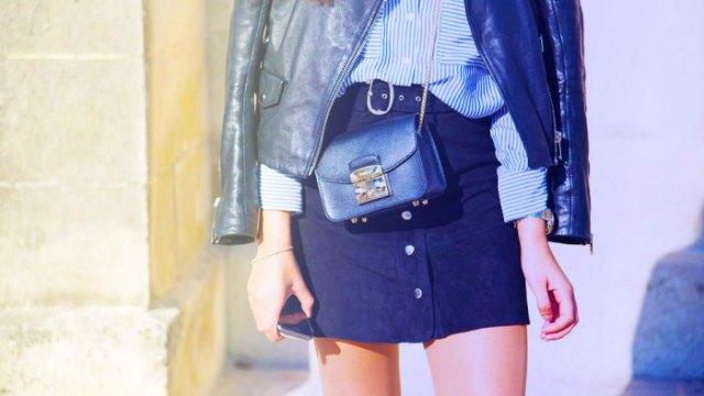 svart skinnjacka med blå och vit randig skjorta med knappar