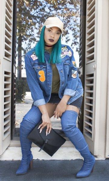 broderad blå jeansjacka och minikjol