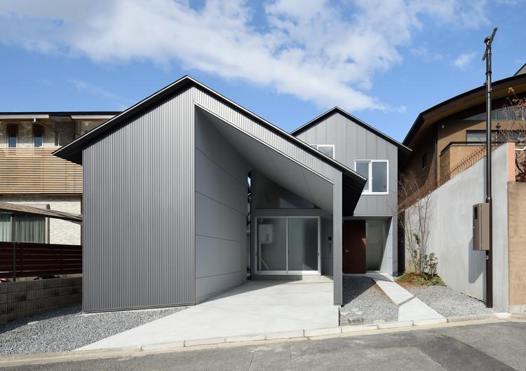 Gable Roof House / Alphaville Architects |  ArchDai