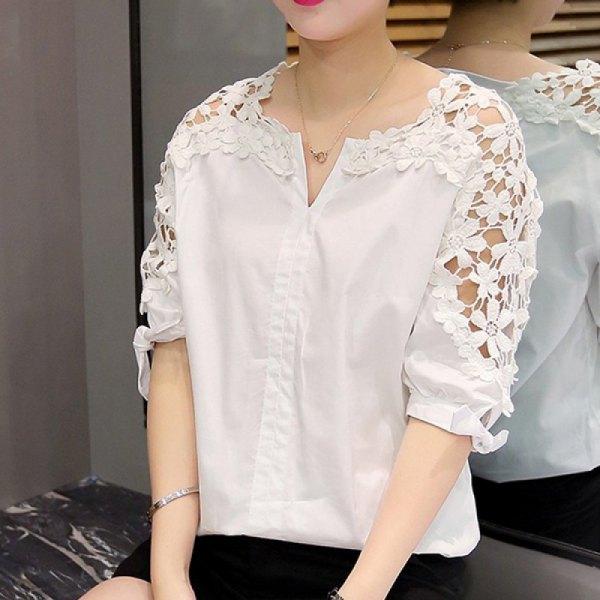 vit skjorta med halva ärmar och blommiga spetsärmar