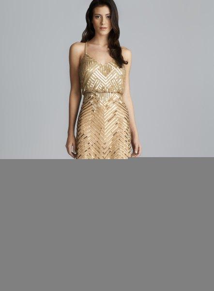gyllene maxiklänning med paljetter och djup V-ringning