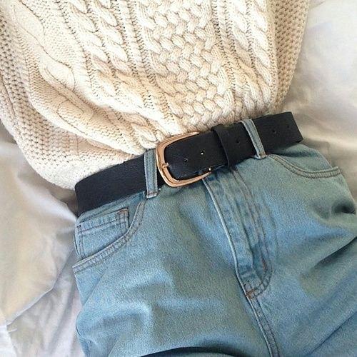 vit stickad tröja med bälte och mammas jeansshorts med bälte