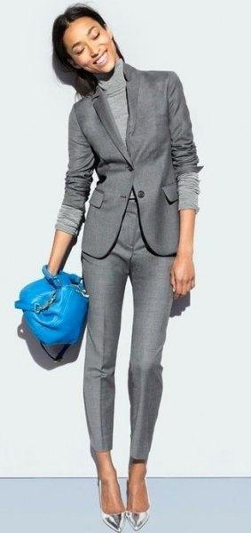 Stickad tröja med mock-hals med grå kavaj och matchande byxor