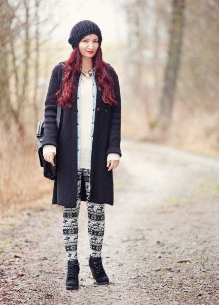 svart ullrock med stam leggings och stickad hatt