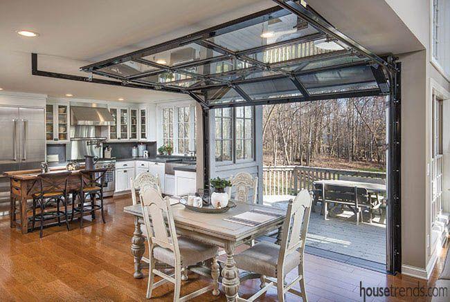 Industriellt inspirerad köksrenovering    Garagedörr i glas, hus.