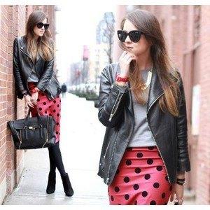 röd och svart prickig pennkjol läderjacka