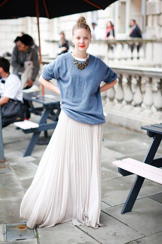 blå tröja med chiffong kjol